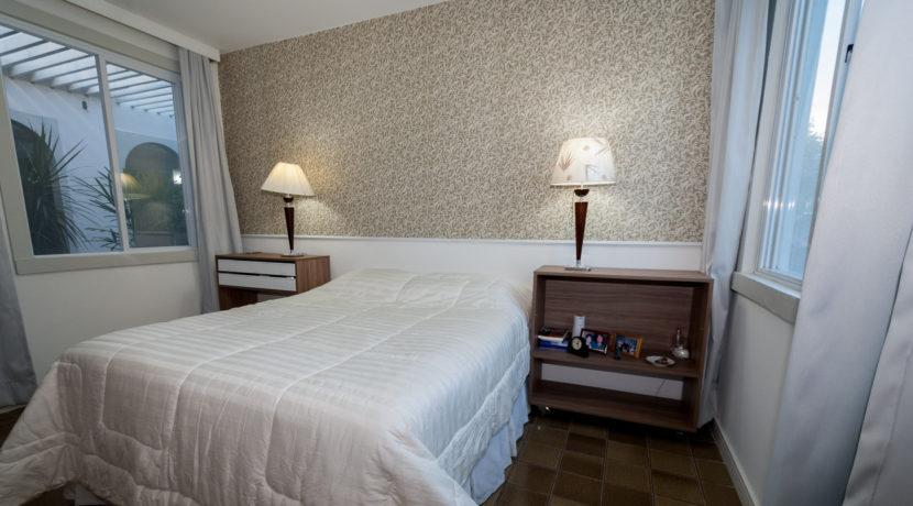 Confortável casa com píscina a venda no Encontro das Águas