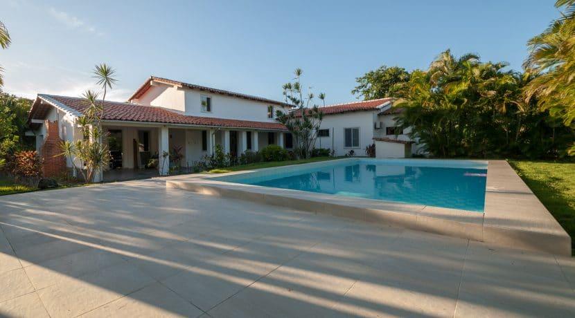 Confortável casa com píscina a venda no Encontro das Águas (6)