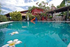 Excelente casa com piscina a venda em Busca Vida
