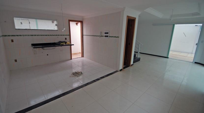 bela-casa-duplex-a-venda-em-pitangueiras-3