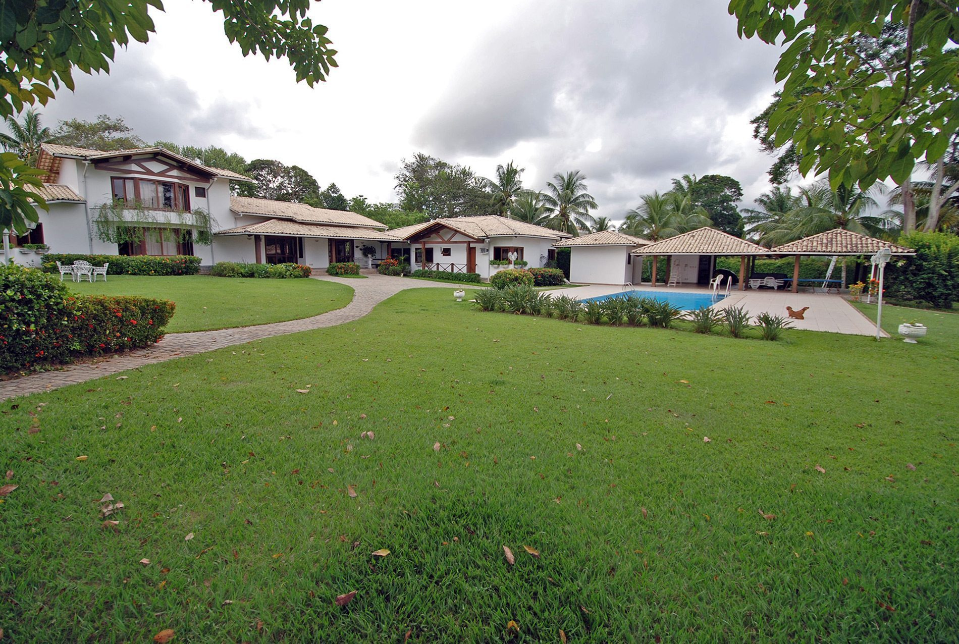 Elegant house for sale in Encontro das Águas