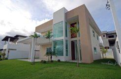 Moderna e nova casa a venda Alphaville Litoral Norte