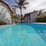 Perto da praia Ipitanga casa a venda