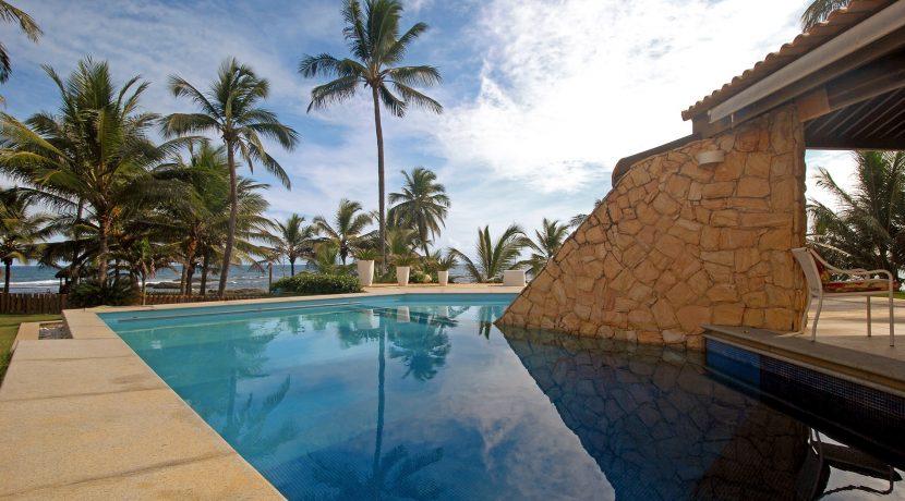 fantastica-casa-beira-mar-busca-vida-resort-1