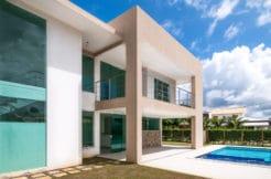 Casa de luxo a 150 m da praia a venda em Guarajuba