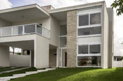 Nova casa com piscina a venda Alphaville Litoral Norte
