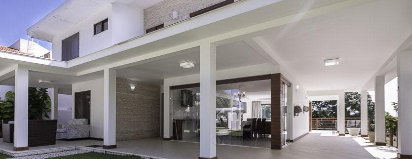 Casa de luxo com piscina e proximo as praias Piatã vídeo