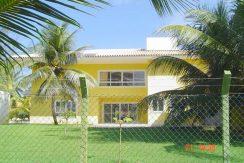 Casa a venda em Busca Vida à 100 m da praia