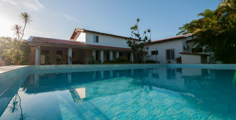 Comfortable home with pool for sale in Encontro das Águas
