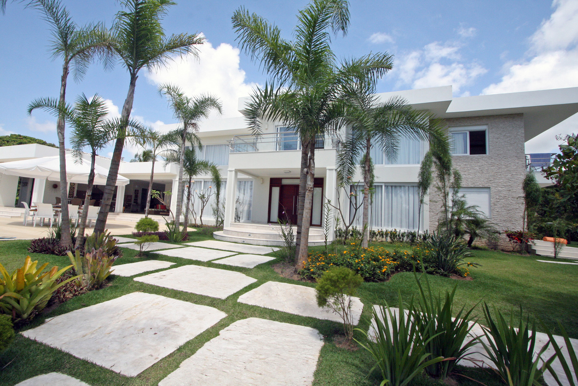 Modern and spectacular mansion for sale in Encontro das Águas