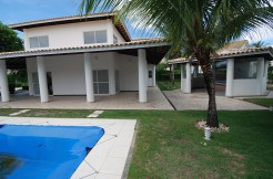 Ampla casa à 500 metros da praia para vender em Busca Vida
