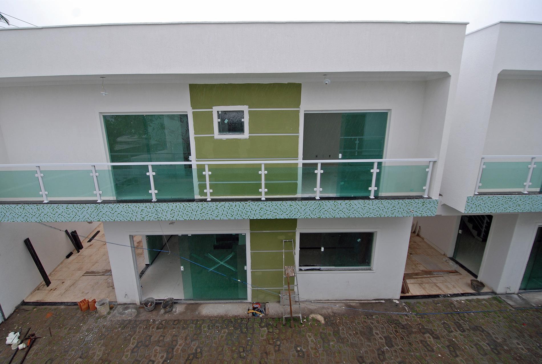 Casa duplex con piscina y barbacoa en pitangueiras for Duplex con garage