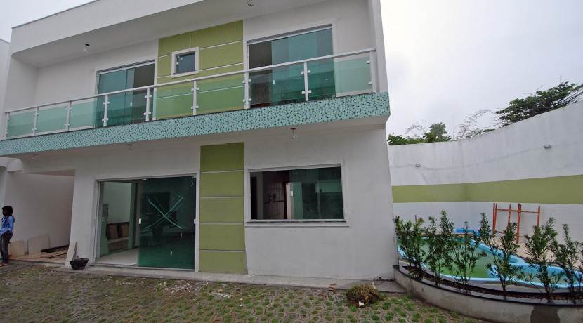 bela-casa-duplex-a-venda-em-pitangueiras-1
