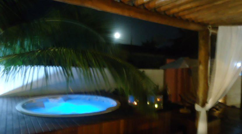 Excelente casa a venda a 100 m da praia em Itacimirim