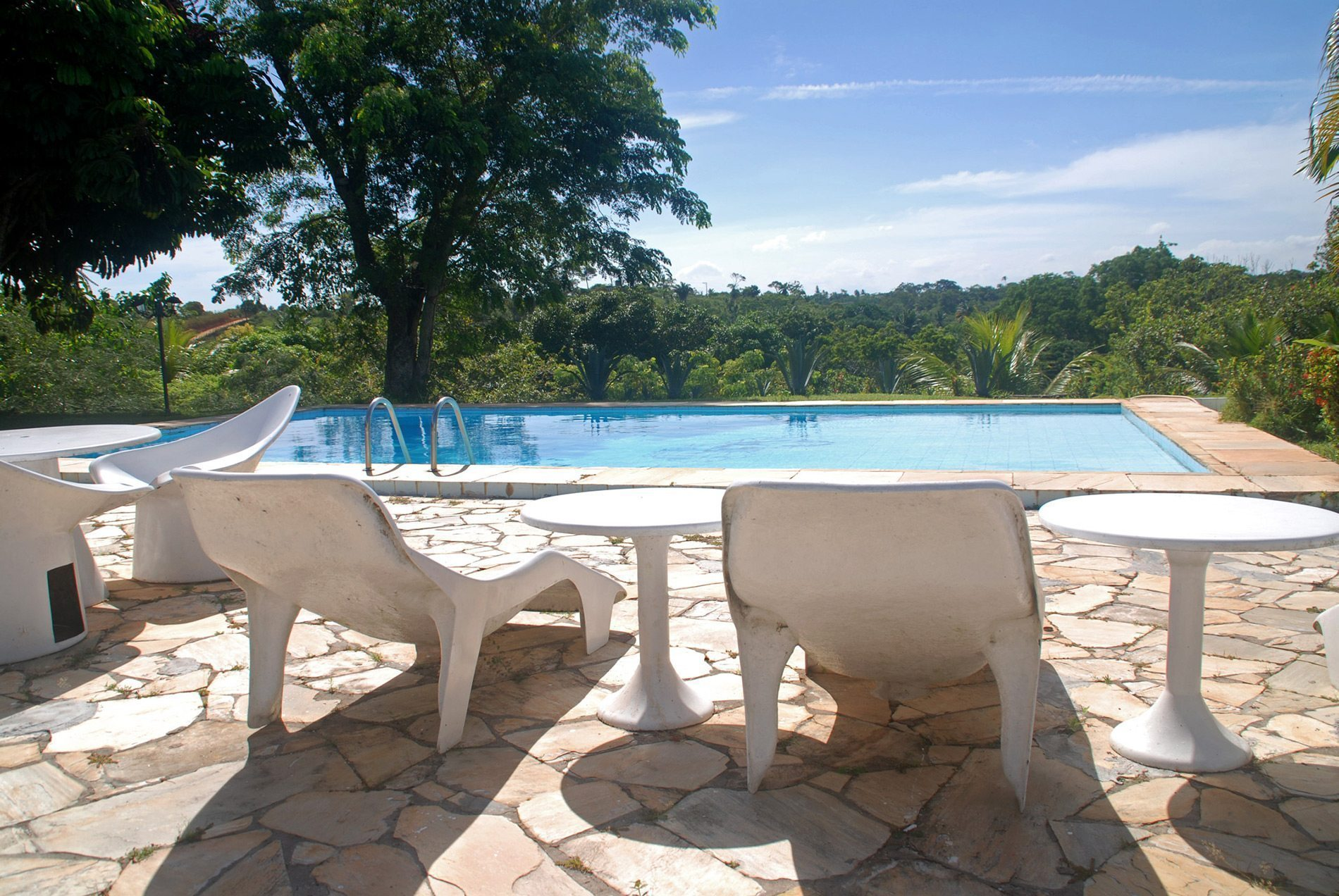 Home for sale with pool overlooking pond in Encontro das Águas
