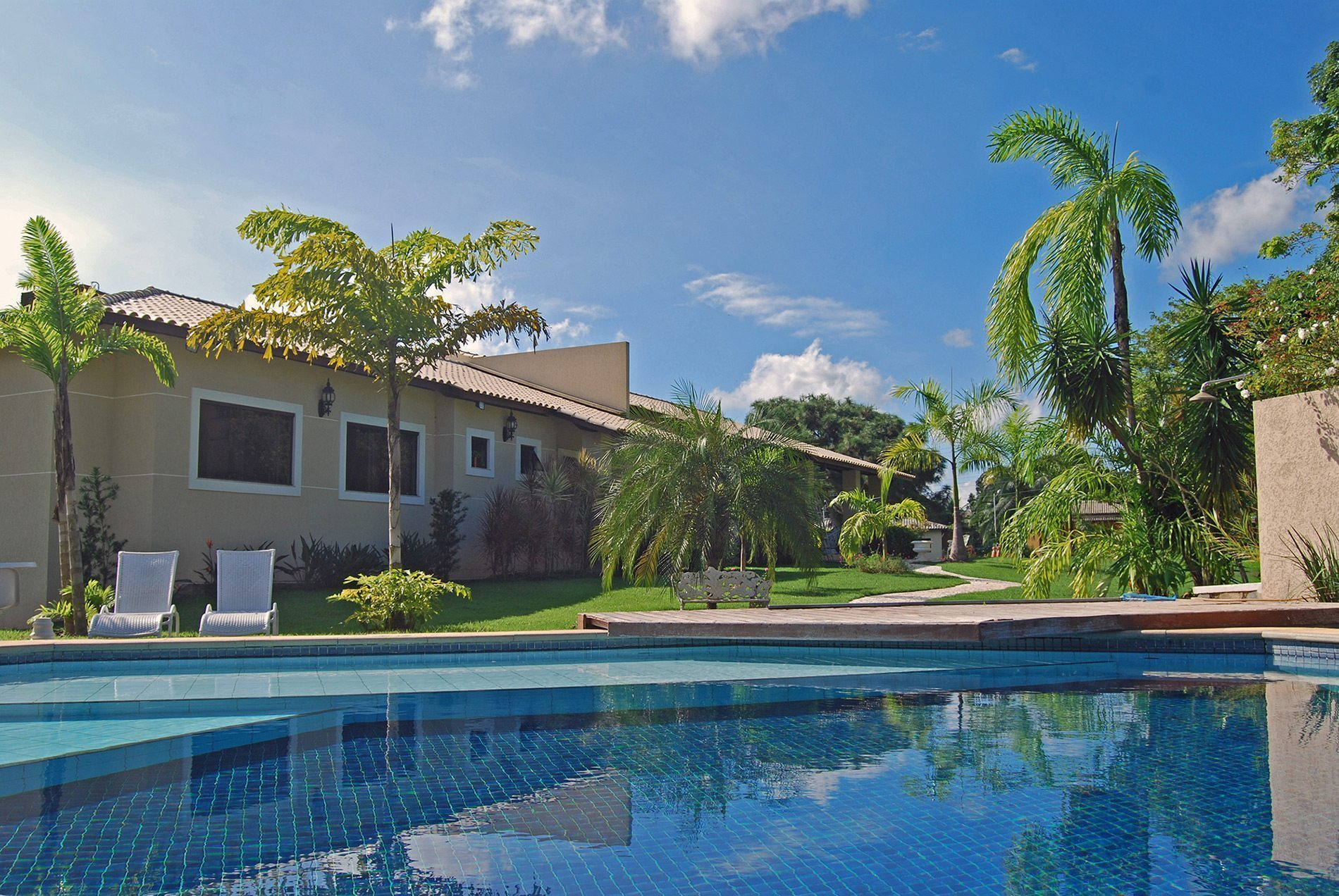 Gorgeous home with great yard for sale in Encontro das Águas