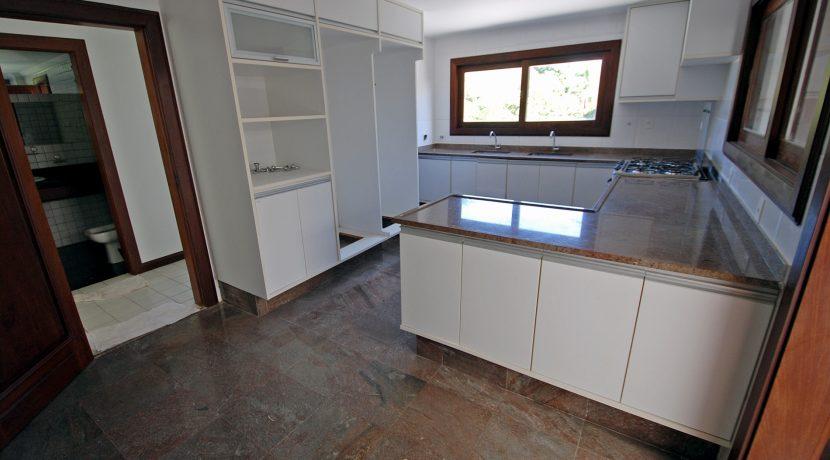 espacosa-casa-a-venda-no-encontro-das-aguas-40