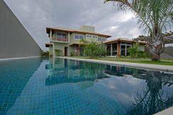 Casa com piscina a venda em Busca Vida