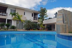 Moderna mansão a venda no Encontro das Águas