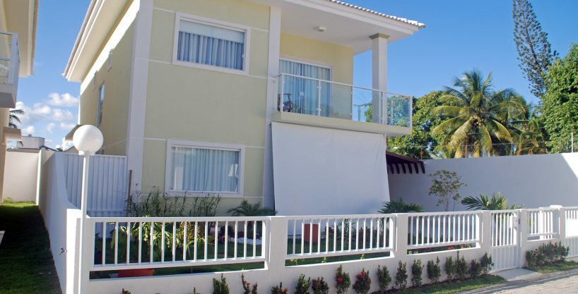 House 1 km from the beach of Buraquinho for sale