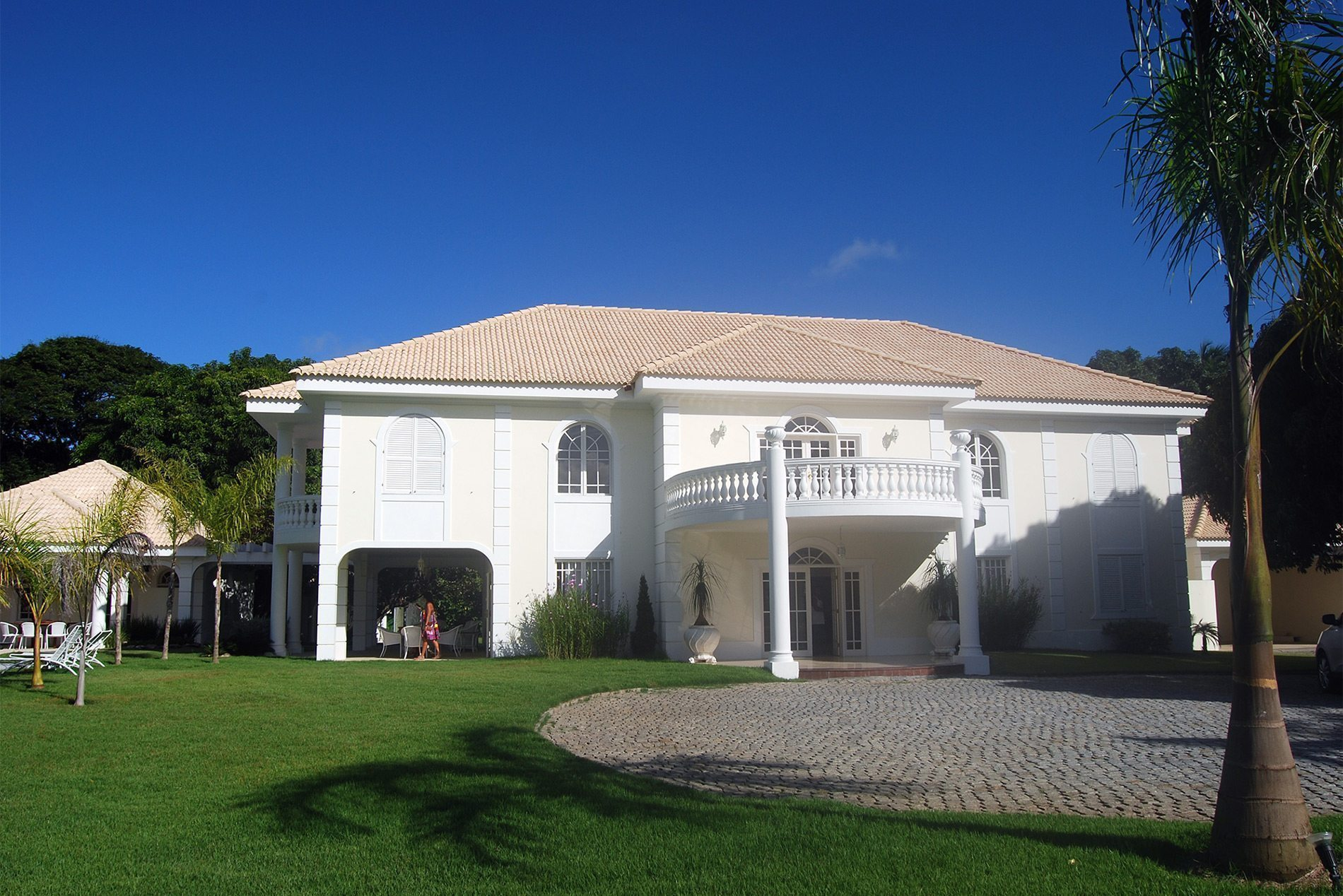 Great neoclassical mansion on sale in Encontro das Águas