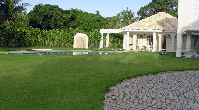 Ótima mansão neoclássica á venda no condomínio Encontro das Águas