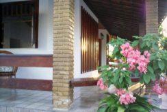 Casa a venda a 800 metros da praia de Ipitanga