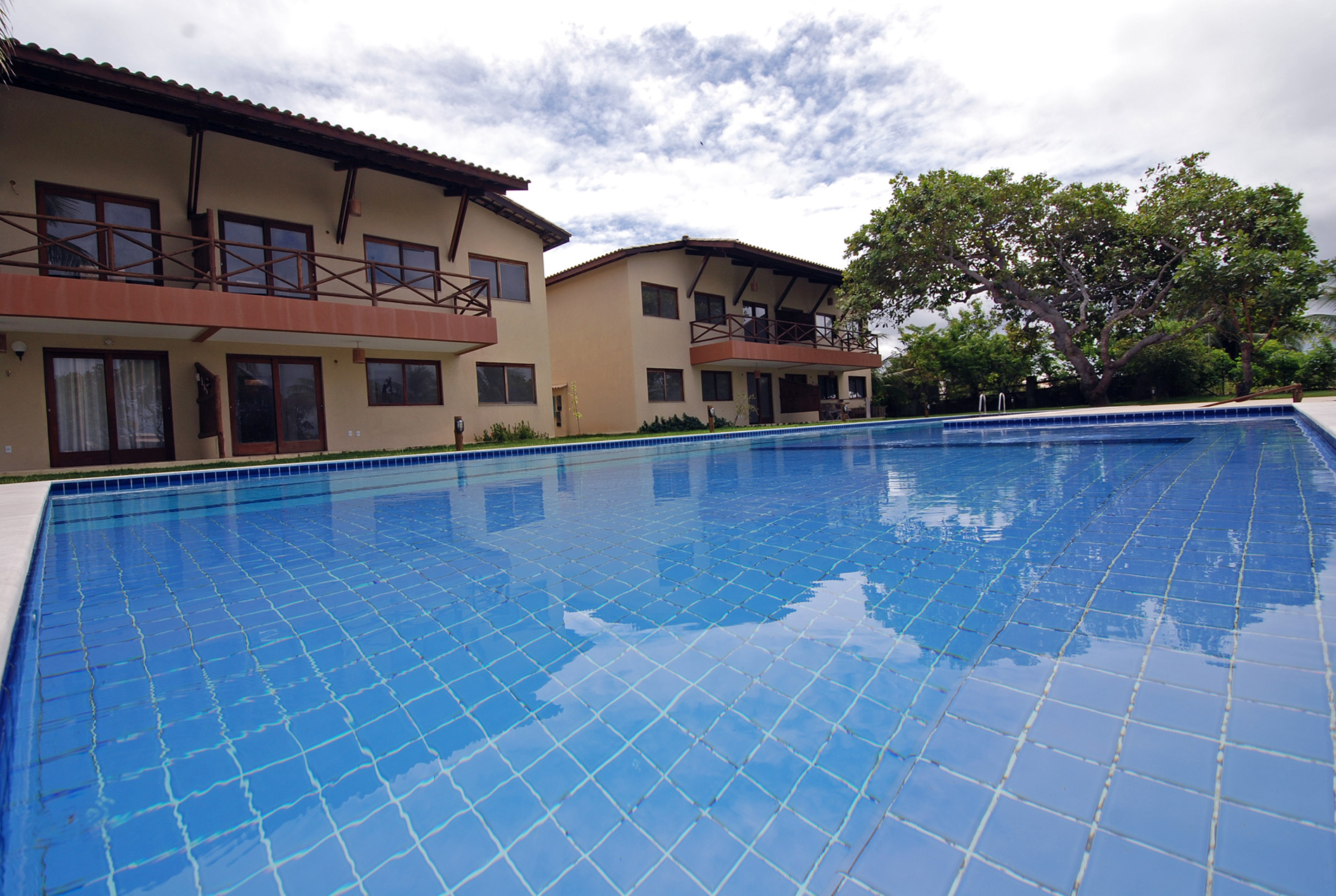 Home with lake view for sale in Itacimirim