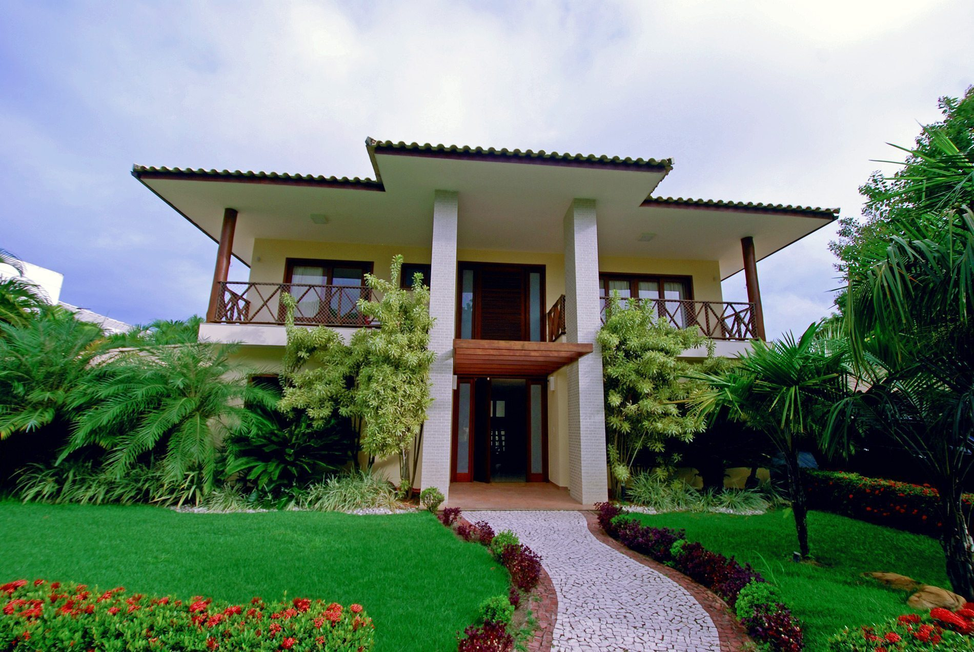 Stunning home for sale in Busca Vida Marina