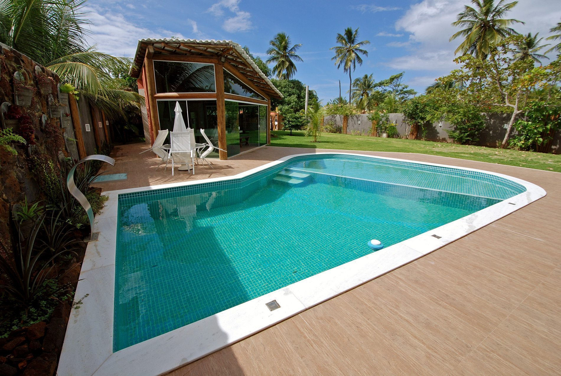 Casa in vendita vicino alla spiaggia itacimirim hansen for Casa con 6 camere da letto in vendita vicino a me