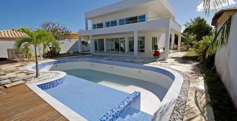 Front beach house for sale in Itacimirim