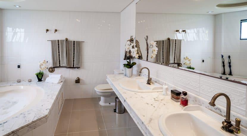 Casa luxuosa à venda no condomínio Encontro das Águas-2