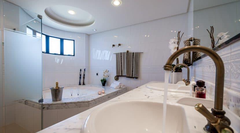 Casa luxuosa à venda no condomínio Encontro das Águas