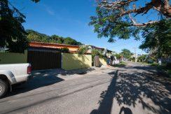 Casa reformada a venda em Itapuã Salvador