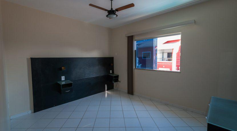 Casa com piscina a venda em Ipitanga-11