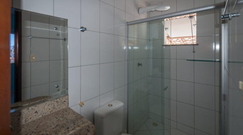 Casa com piscina a venda em Ipitanga-15