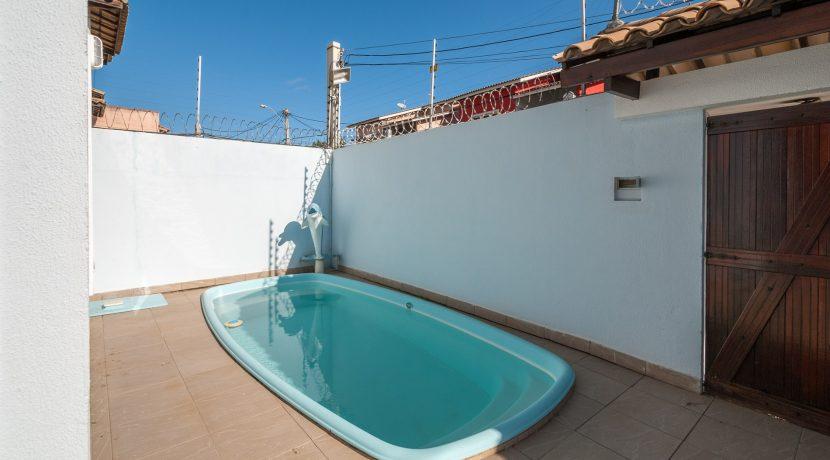 Casa com piscina a venda em Ipitanga-16