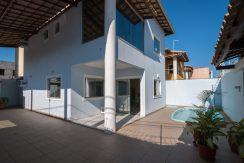 Casa com piscina a venda em Ipitanga