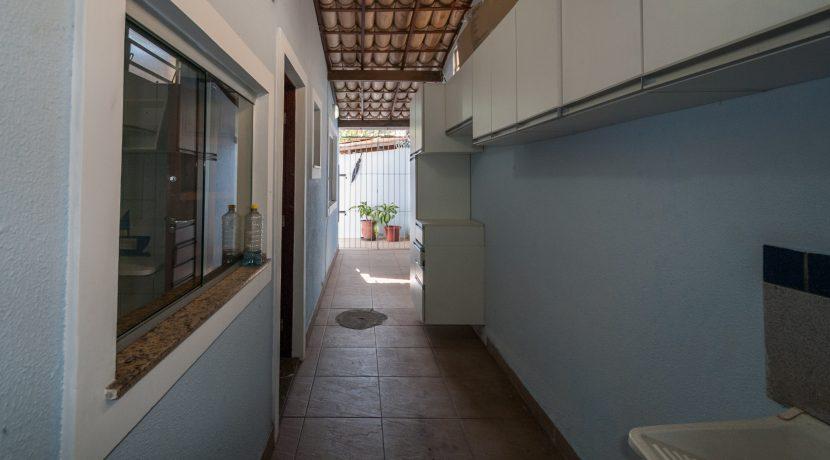 Casa com piscina a venda em Ipitanga-7