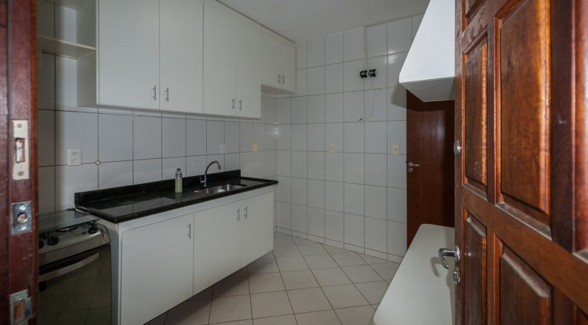 Casa com piscina a venda em Ipitanga-8