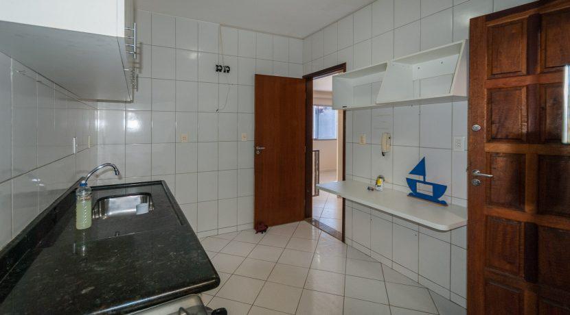 Casa com piscina a venda em Ipitanga-9