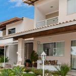 Casa com piscina perto da praia em Itapuã vídeo 4K