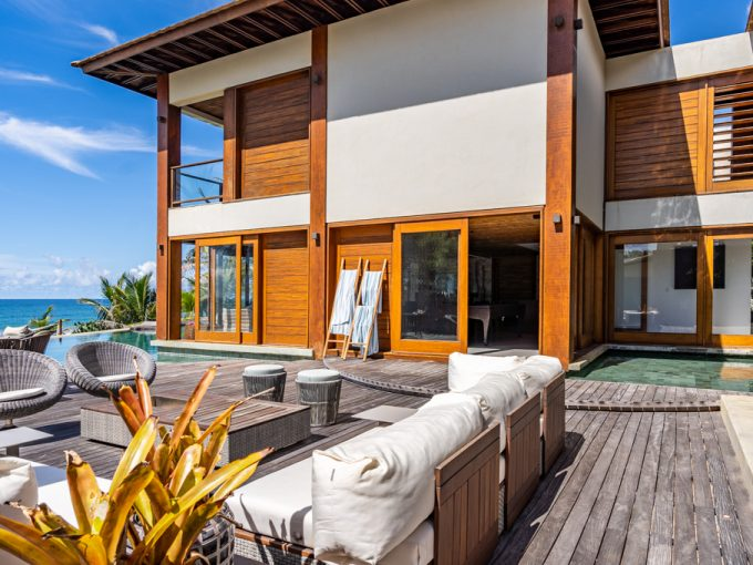Casa de luxo frente à praia em Interlagos Bahia
