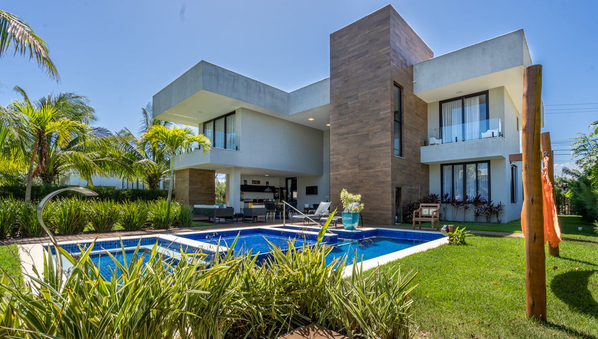 Casa de luxo com 8 suítes a venda em Guarajuba